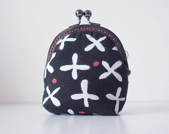 Coin Purse // Lovely flowers // Black and white