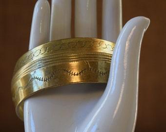 Vintage SOLID BRASS Bangle BRACELET Hand Etched Stamped Metal Boho Bracelet Modern Brass Bangle Bracelet Ribbed Metal Stamped Metal Bracelet