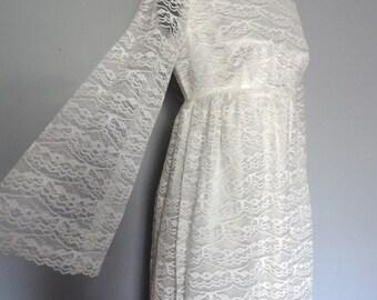 Classic Cream Lace Wedding Dress size Medium Empire Waist