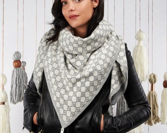 20% off : The Grey Jacquard Scarf
