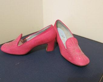 Shoes heels pumps hot pink Barbie raw silk vintage 1960s MOD silver starburst curvy 7