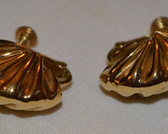 Vintage NAPIER signed gold tone screw back earrings