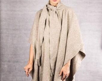 Vintage // Western Boho Cape ///  Wool Poncho //
