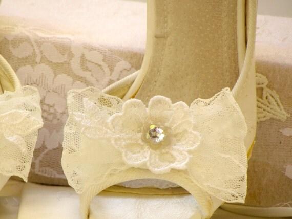 Bridal shoe clips vintage wedding shoe clips Ivory lace Shoe Clips Flower Shoe Clips Bow Shoe Clips bride Shoe Clips Rhinestone shoe clips