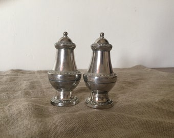 Fabulous silver plate IANTHE of ENGLAND salt and pepper shakers. My vintage home / vintage decor.