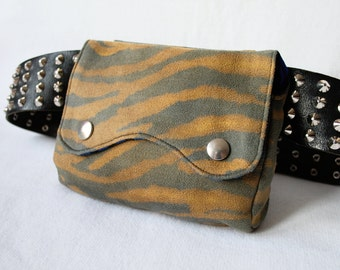 "Belt Pouch 2.0 ""Wasteland Zebra"" from ochre faux suede and blue stripes"