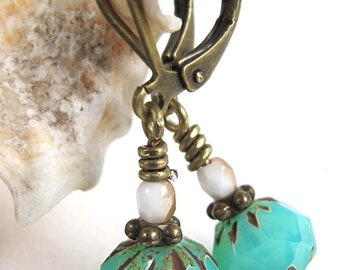 zee-egel - earrings with small sea green picasso beads
