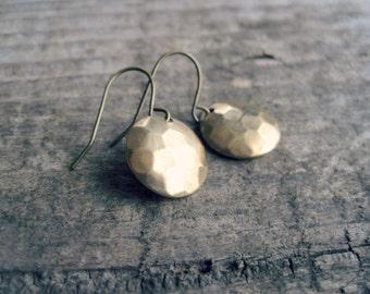 Hammered Gold Disc Earrings // Simple Everyday Earrings, Hammered Earrings, Dainty Earrings, Gold Circle Earrings, Rustic Metal Earrings