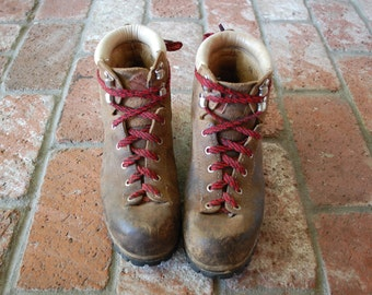 Vtg Womens 6.5 Vasque Italian Leather Classic Hiking Boots Boot Alpine Hiker Red Laces Mountaineering Camping Hipster Rugged Outdoor Boho