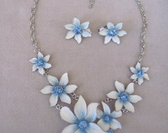 Seven Sky Blue and Dancing White Flowers Necklace Set