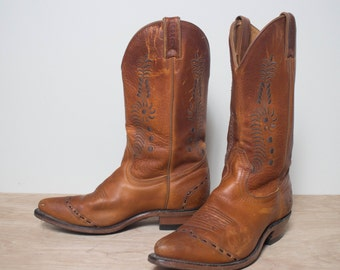 8 C | Women's Embroidered Brown Western Boots by Boulet