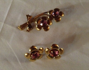 Beautiful 1970's Gold Flower Tin Brooch Pin and Earrings