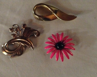Beautiful 1970's Flower Brooch Pin lot of 3