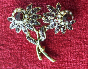 weiss red rhinestone and pearl  flower   brooch