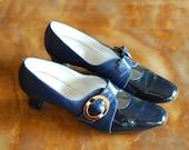SALE / vintage 1960s blue patent leather mod shoes / size 10 narrow