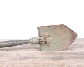 Vintage Folding Shovel / Green Military Trench Shovel / Vintage Tools / Camping Shovel / Outdoor Decor / Military Collectibles / Army