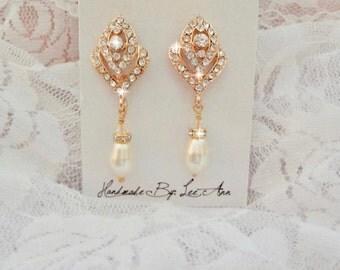 Gold pearl earrings, Rose buds, Brides earrings, Crystal earrings, Swarovski pearl earrings, Art deco, Vintage style, Wedding earrings
