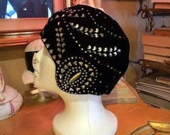 SALE! Incredible Vintage 1920s Black Velvet Cloche Hat w Rhinestones by Boggs and Buhl