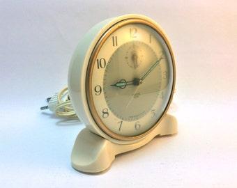 Vintage mid-century Smiths Electric Callboy electric bedside clock or alarmclock in ivory cream bakelite