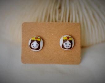 CERAMIC Earring, QUEEN Stud Earring  ~  9 mm - Girl / Casual / Cute
