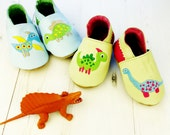 Personalized baby shoes - Dinosaur baby shoes - Dinosaur baby outfit - summer baby outfit - first birthday gift - personalized baby gift