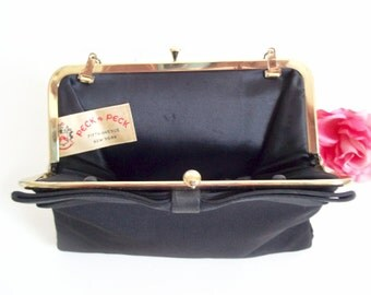 Lovely Vintage Black Evening Bag 1950s Peck & Peck Fifth Avenue New York Gold chain and Bow with Gold Tone Frame Formal Clutch Purse NICE