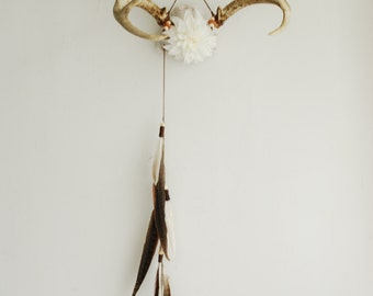 Real Floral Deer Antlers - Flowers Feathers Wall Hanging Taxidermy Art Nursery Home Decor Ivory White Dahlia Pheasant Wedding Decoration