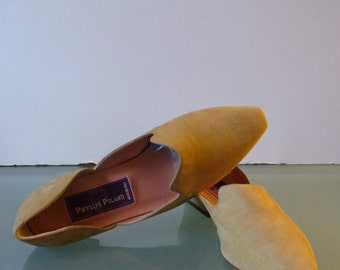 Phyllis Poland Made in Italy Maize Suede Flats Size 6B US