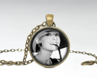 Audrey Hepburn Jewelry, Old Classic Hollywood Pendant, Hollywood Beauty Star Necklace [C69]