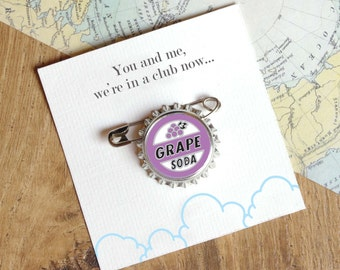 Grape Soda Pin - Bottle Cap Badge – Best Friend Birthday Gift – Thoughtful Gift – Gift For Men - Ellie Badge - Lapel Pin - Love Film Brooch