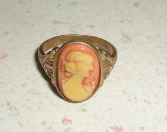 Cameo Gold Ring Made in The USA Size 4.5