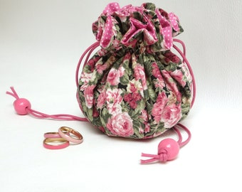 Romantic jewelry drawstring pouch / Travel organizer, 9 compartments + ring carrier / Meadow flowers, pink and black, shabby chic