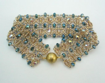 Filigree bracelet in gold and blue