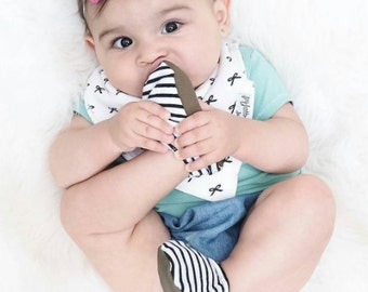Black and White Striped Baby Shoes, Monochromatic Newborn Shoes, Baby Moccasin, Crib Shoe, Baby Girl Boy Shoe, Gender Neutral baby booties,