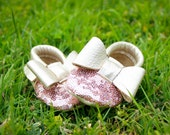 Platinum Sequin Baby Moccasins/ Toddler Moccasins/ Leather Moccasins/ Baby Shoes Girl/ Kids Moccasins/ Newborn Moccasins/ Baby Gift/ Mocs