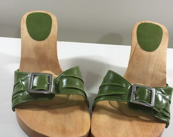 Vintage Pea Green Vinyl with Silver Buckle Maple Wood Clog Heeled Backless Sandal Shoes by Mia Ladies size 10