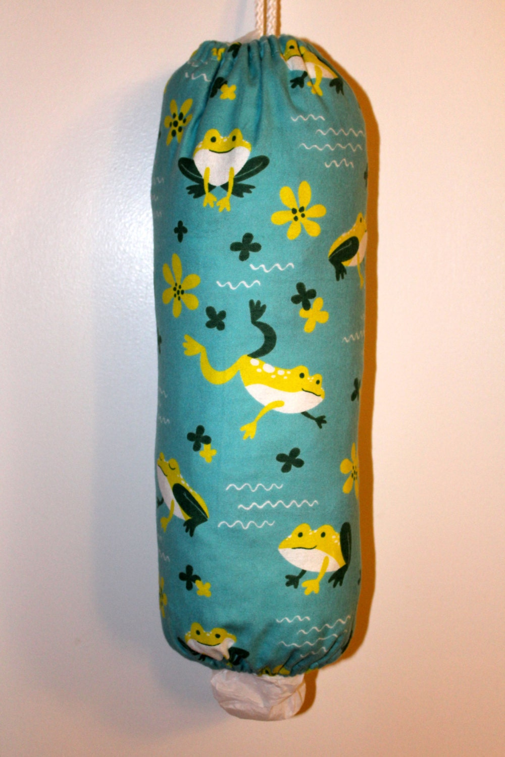 grocery bag holder plastic bag holder dispenser frogs on. Black Bedroom Furniture Sets. Home Design Ideas