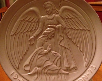 "1973 Christmas Frankoma Plate - ""The Annunciation"""