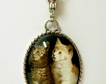 Siblings cat pendant with chain - CAP09-005
