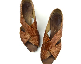 8/38.5 Woven Leather Sandals- Vintage Chestnut Brown Woven Leather Shoes Flats- Size 8/ 38.5