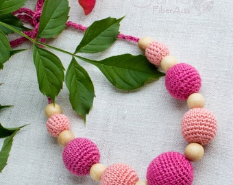 Pink Nursing Necklace for wife, mom&baby, Teething Necklace, Wooden crochet Necklace, Crochet breastfeed jewelry, Baby Shower Gift, beads