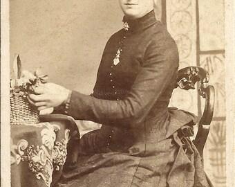 Victorian lady, CDV, Carte de Visite, photo c1890s, black bustle dress, boned bodice, Victorian brooch, Social History, London  (cdv/gl7)