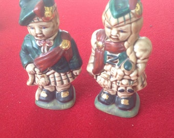 Scottsh boy and girl in kilts salt and pepper shakers