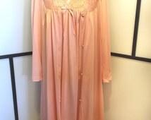 Vanity Fair, Peach Nightgown, Vintage Lingerie, Made in USA, Lace Vintage Lingerie, Vintage Robe, Robe and Nightgown, Lace Nightgown