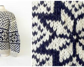 Vintage Ski Sweater / Nordic Ski Sweater / Mens Vintage Sweater / XL Sweater / Hand Knit Sweater / Snowflake Sweater