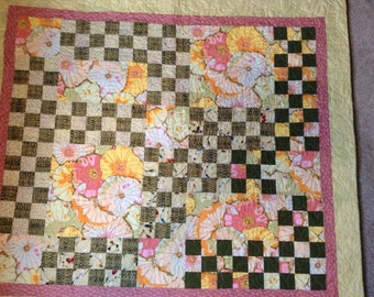 Beautiful Blooming 9-Patch Quilted Wall hanging