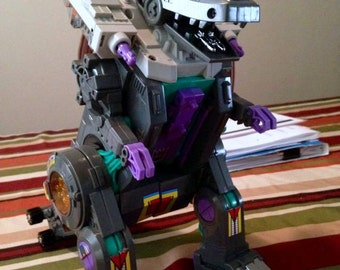 1986  Hasbro Gen1 Transformers Trypticon no accessories