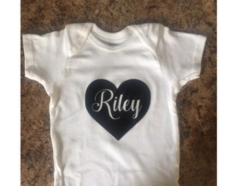 DIY Custom Name and Heart Baby Bodysuits - Newborn Clothing - Toddler Clothing - Kids Clothing - Bodysuit DIY - Bodysuit Decal