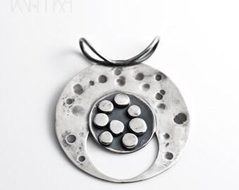 Geometric pendant / Modern pendant necklace / Silver circle pendant necklace