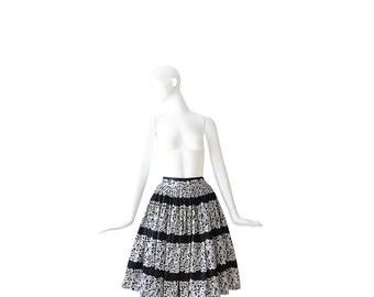 1950s Skirt • 50s Full Skirt • Black and White • Novelty Print• Small S